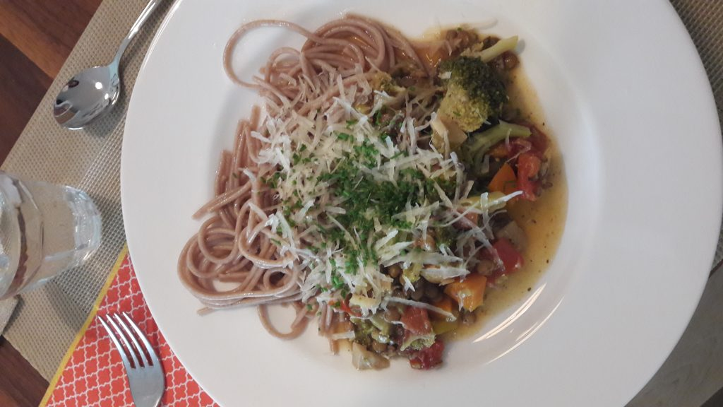 Linsenbolognaise mit Dinkelspaghetti