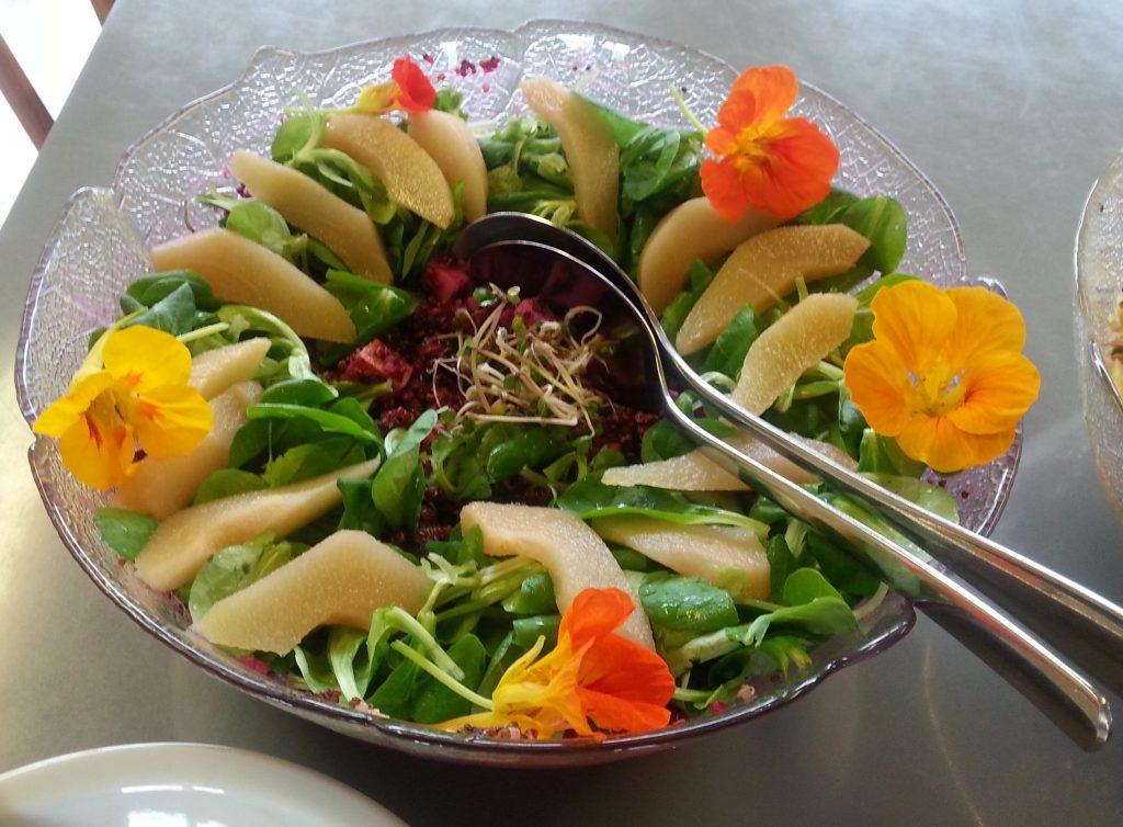 Quinoasalat mit Roten Rüben und Birnen